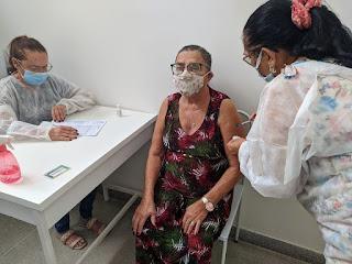 Cubati finaliza vacinação dos idosos acima de 75 anos e aguarda novas doses para os demais grupos