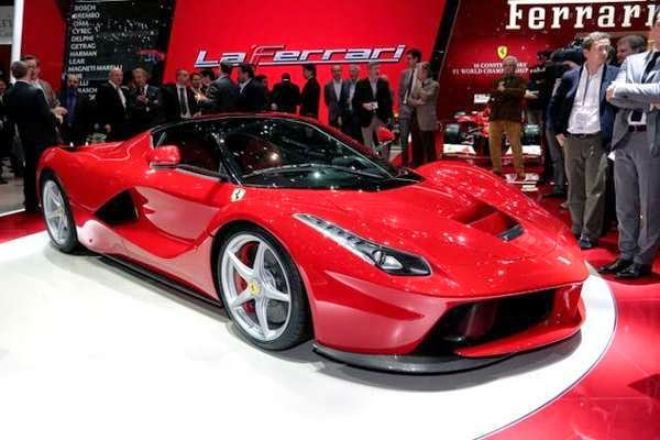 harga ferrari laferrari naik mobil baru. Black Bedroom Furniture Sets. Home Design Ideas