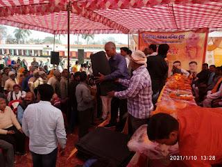 श्री रामेश्वर महादेव मंदिर ट्रस्ट के अनुयायियों द्वारा कम्बल वितरण  | #NayaSaberaNetwork