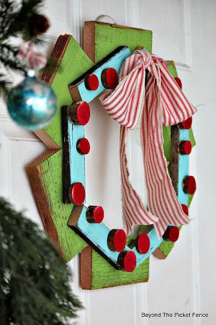 wreath, Christmas, scrap wood, paint, front door, http://bec4-beyondthepicketfence.blogspot.com/2015/10/its-beginning-to-look-lot-like.html