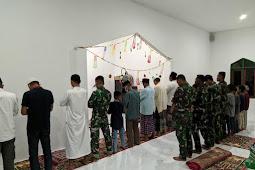 Kebersamaan TNI Dan Warga Desa Lameuru