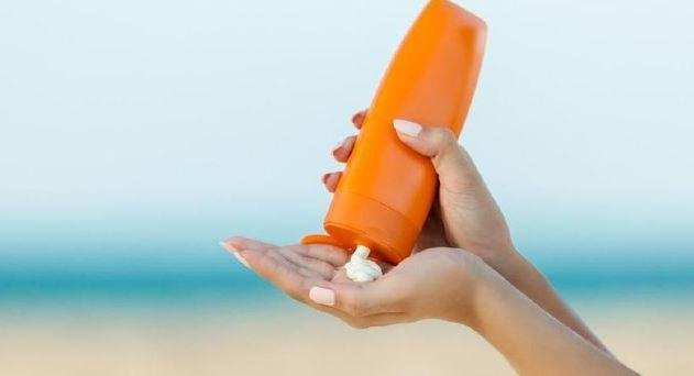 Memakai perlindungan kulit