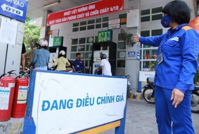 Giá xăng thế giới giảm 30%, giá xăng Việt Nam sẽ về ngưỡng 15.000 đồng/lít?