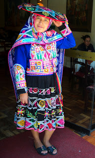 Roupas Coloridas da Acllia, no Restaurante El Mesón de Don Tomás, em Cusco