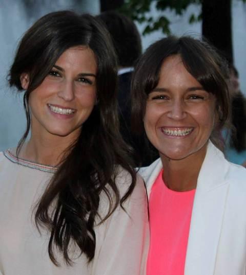 6002d47c44 Raquel Alcázar y Ángela Canosa el día de la Graduación de ISEM