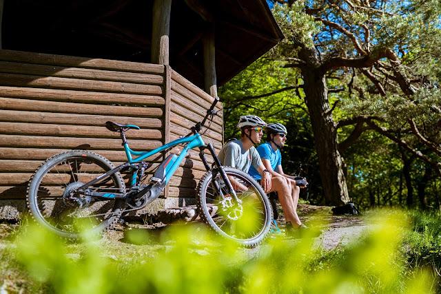 E-Bike-and-hike best-mountain-artists stevens-e-whaka e-sledge 06