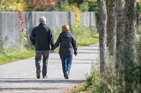 Caminar regenera el cerebro, provee felicidad y te relaja