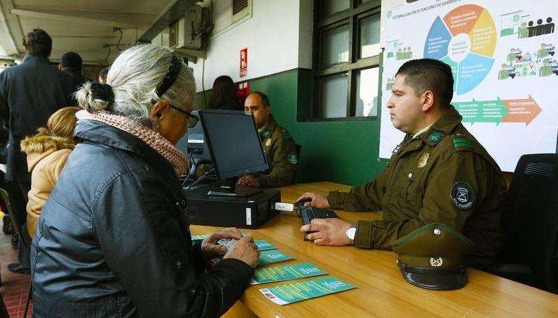 CÓMO POSTULAR Carabineros busca 60 civiles para que trabajen en comisarías