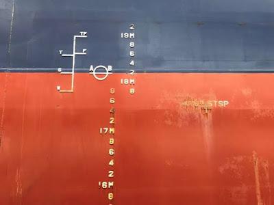 Perubahan draft kapal bisa terjadi disebabkan karena adanya perbedaan massa air laut dan air tawar.
