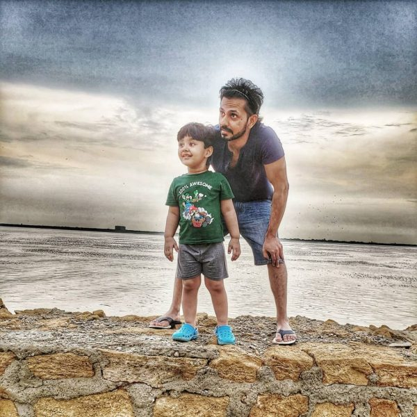 Actor Bilal Qureshi Awesome New Pictures with Family