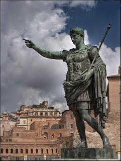 A spasso nel tempo con l'Imperatore Augusto - Passeggiata serale dal Teatro di Marcello al Foro di Augusto