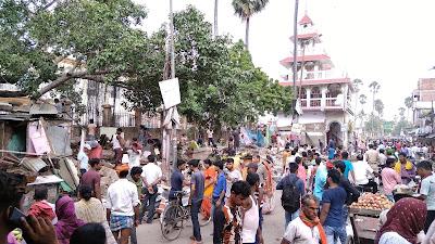 बख्तियारपुर डाकबंगला के पास दुकानों को किया गया ध्वस्त