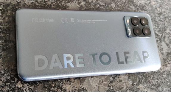 Realme 8 Pro ميزات جيدة بسعر مناسب ، ولكن ليس 5G