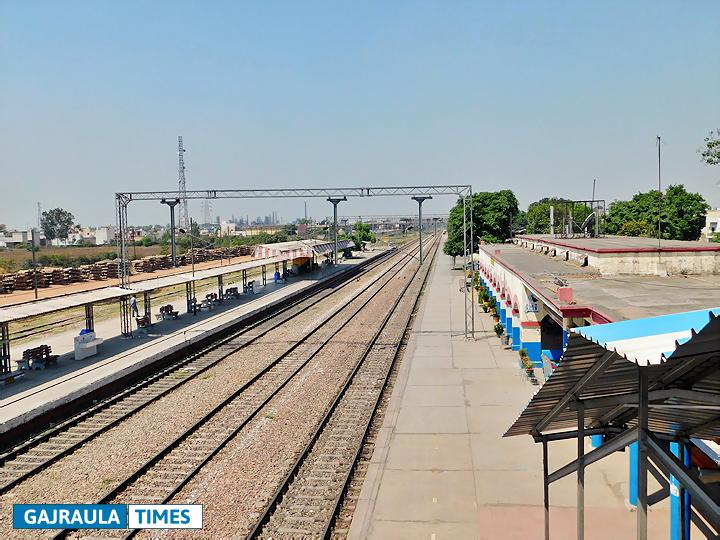 gajraula-railway-platform