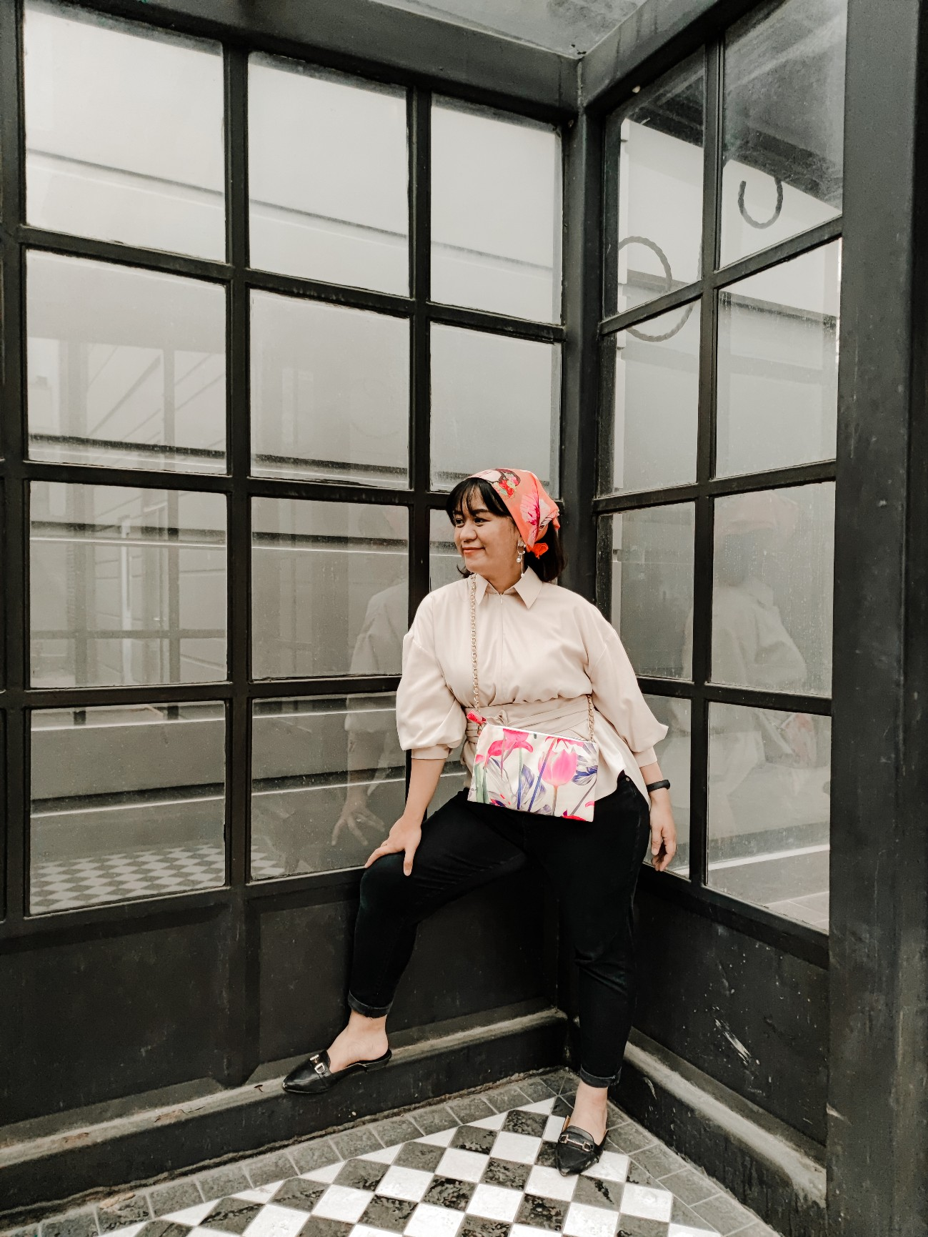 travel outfit warna netral