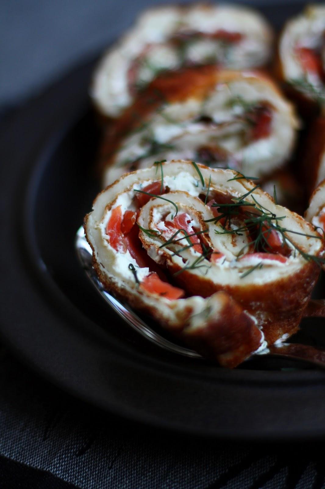 Kylmäsavulohipannukakkurulla pannukakku suolainen leivonta Mallaspulla lohi