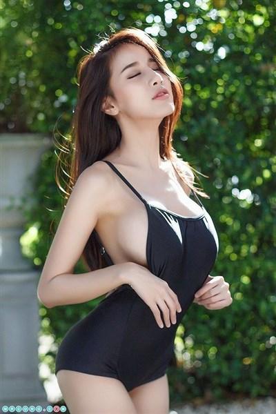 Ảnh girl xinh gái đẹp Thái Lan Pichana Yoosuk khoe vòng 1