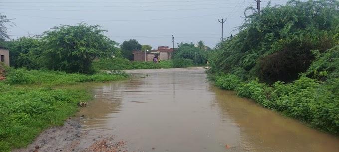 परळी तालुक्यातील घनशी नदीला पुर आल्याने मलकापूरसह अनेक गावांचा संपर्क तुटला