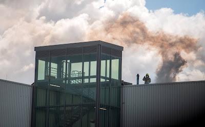 Um die Übungen möglichst realitätsnah gestalten zu können, kommt auch künstlicher Rauch zum Einsatz.