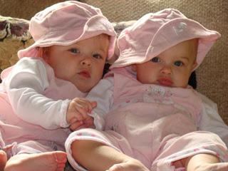 Cute Newborn Baby Girl Wallpapers Twin Kids Photos To Download Freely Kids Online World Blog