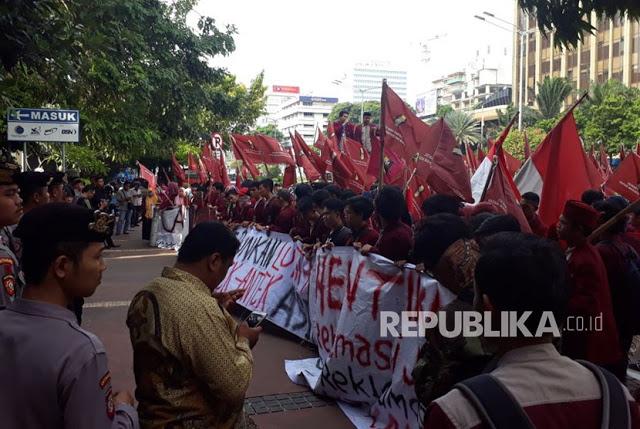 Ratusan Mahasiswa Muhammadiyah Demo Luhut, Tolak Reklamasi