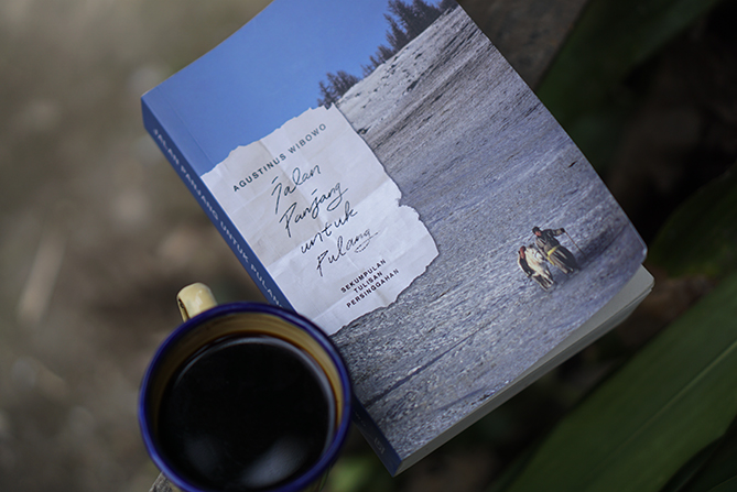 Buku Jalan Panjang Untuk Pulang Karya Agustinus Wibowo
