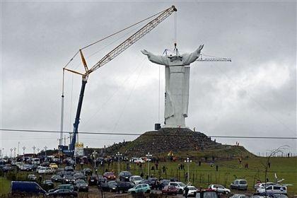 Ba Lan hoàn tất việc dựng tượng Chúa Giê-su lớn nhất thế giới - Ảnh minh hoạ 2