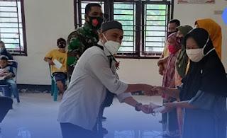 Camat Pangkatan Pantau Penyerahan BLT Desa Kampung Padang