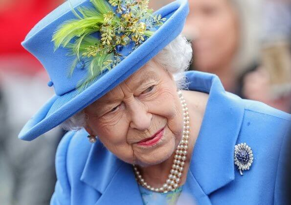 Queen Elizabeth opened the new housing development of Haig Housing. Pearl earring and pearl necklace, diamond brooch