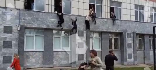 Επίθεση ενόπλου σε πανεπιστήμιο στη Ρωσία - Μαθητές πηδούν από τα παράθυρα για να σωθούν (βίντεο)