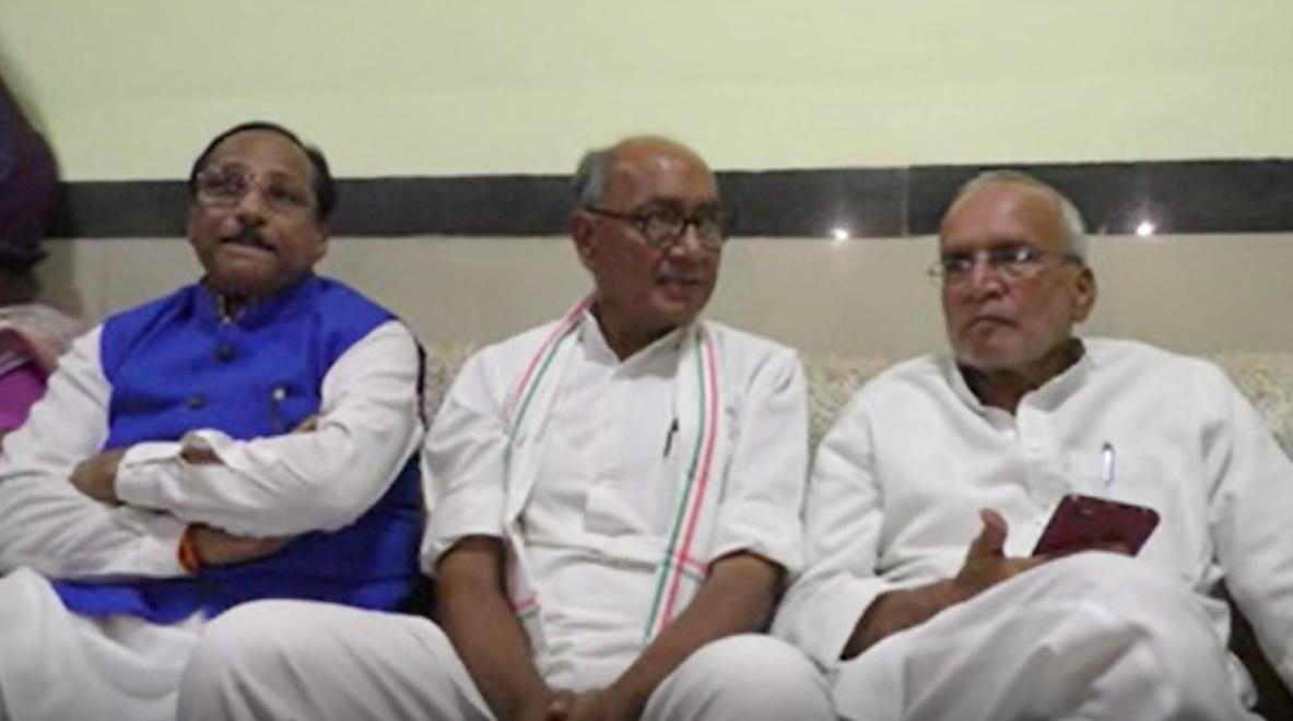 digvijay-singh-in-jhabua-पूर्व मुख्यमंत्री दिग्विजयसिंह ने प्रेस वार्ता में भाजपा को लिया आडे हाथ