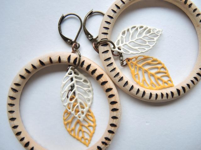 DIY earrings 'zebra' with woodburned wooden rings