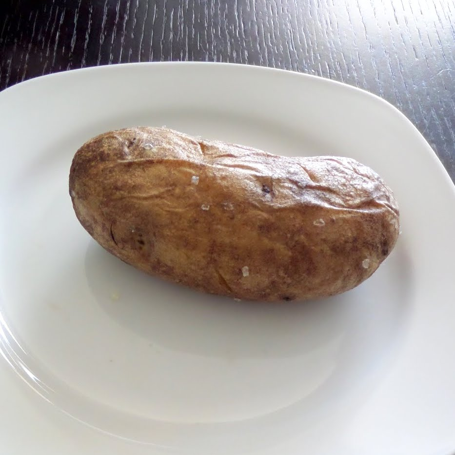 How to Make a Great Baked Potato:  Baked potatoes are a simple and tasty side to any meal.  They can even be a great meal all on there own.