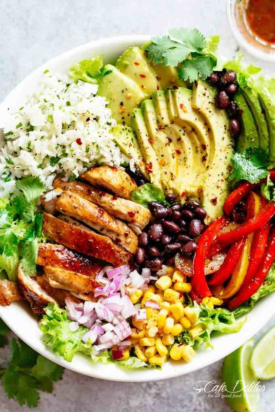 Fajita Chicken Burrito Bowl #recipes #dinnerrecipes #quickdinnerrecipes #easydinnerrecipes #goodquickandeasydinnerrecipes #food #foodporn #healthy #yummy #instafood #foodie #delicious #dinner #breakfast #dessert #lunch #vegan #cake #eatclean #homemade #diet #healthyfood #cleaneating #foodstagram