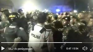 Viral Video TNI AD Diduga Ngamuk Lihat Demonstran Dikeroyok Polisi