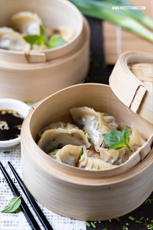 Asiatische Teigtaschen mit Hackfleisch im Bambusdämpfer / Dampfkorb