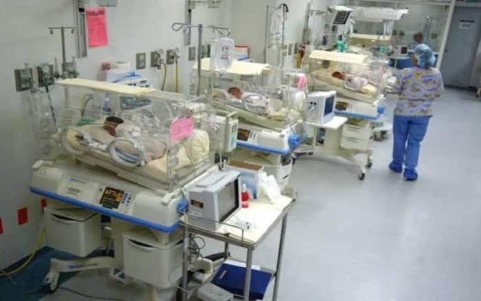 Mujer dijo dar a luz a 10 bebés pero todo fue una mentira