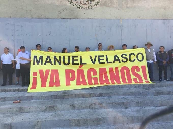 Editores de ocho periódicos de Chiapas y la revista Jovel se plantaron de nuevo este martes 28 de noviembre frente al Palacio de Gobierno con una sola exigencia: Manuel Velasco ¡Ya paganos!