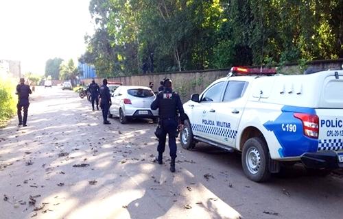 Foragido tenta roubar carro, troca tiros com a polícia e acaba no JP II