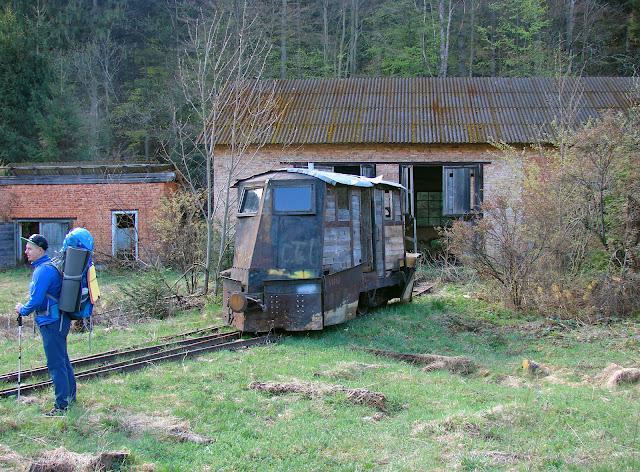 Заброшенное депо и паровозик