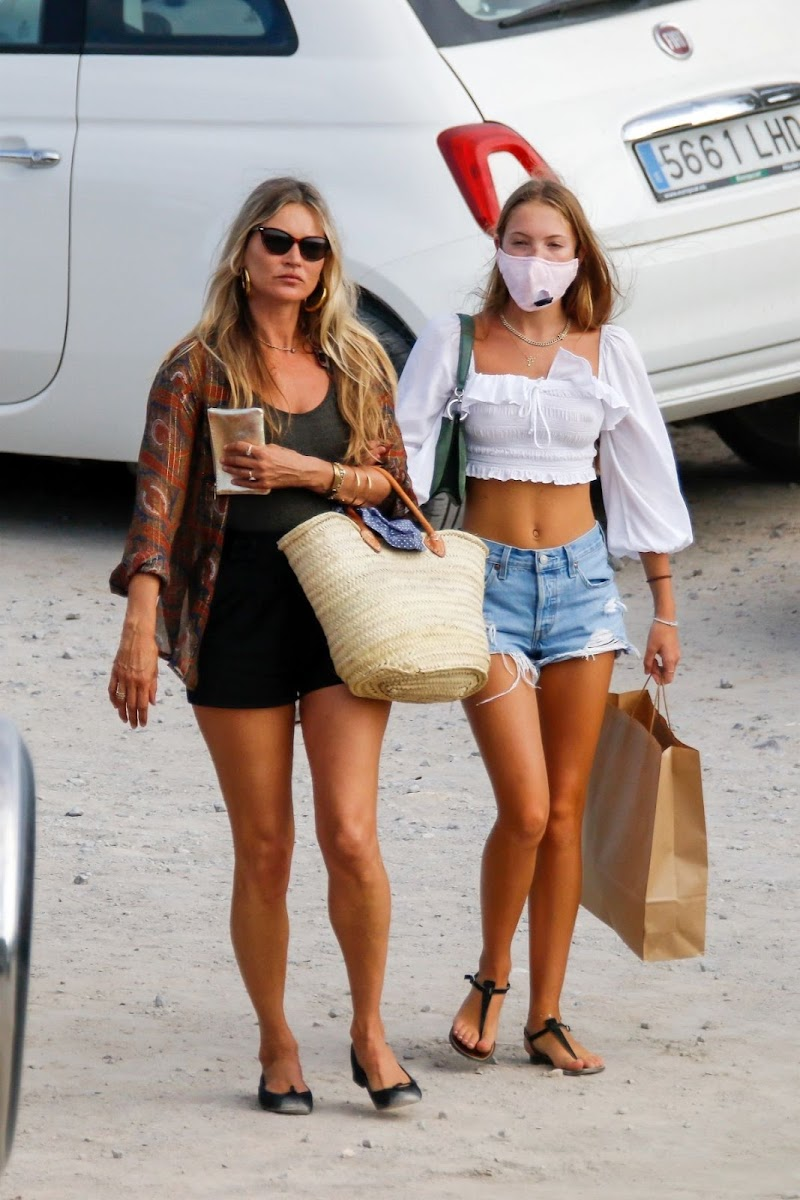 Lila Grace Moss, Kate Moss Clicked Outside  in Ibiza 2 Aug -2020