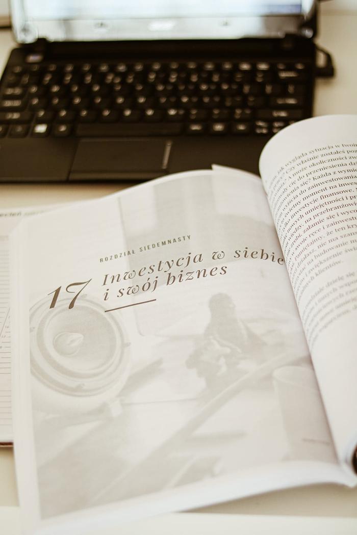 http://www.monikabregula.pl/2020/04/e-book-jak-prowadzic-biznes-w-obliczu.html