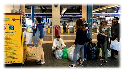 شاهد بالفيديو.. الزجاجات البلاستيكية وسيلة إيطالية لشراء تذاكر المواصلات