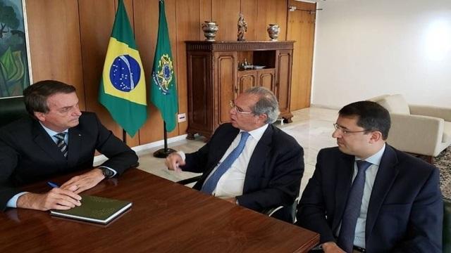 Bolsonaro diz que vacina contra Covid será distribuída de forma gratuita para toda a população