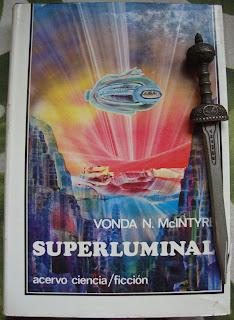 Portada del libro Superluminal, de Vonda N. McIntyre