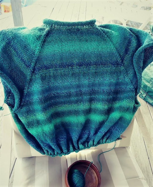 top down ragland pullover, self striping yarn, self fading  wool; wool jumper