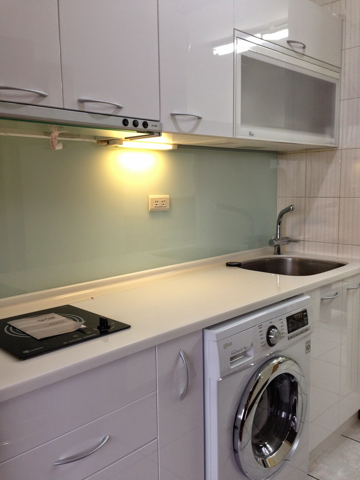 Lg Kitchen Suite Sink Plumbing 和禾廚房空間設計 作品集 小套房首選廚房 在廚具業打滾多年 也認識不少建設公司從業人員 此案是某建設公司的高階主管位於中正區的一間套房 因為是套房 所以將洗烘脫三合一機器內崁入廚具內 著實將只有210