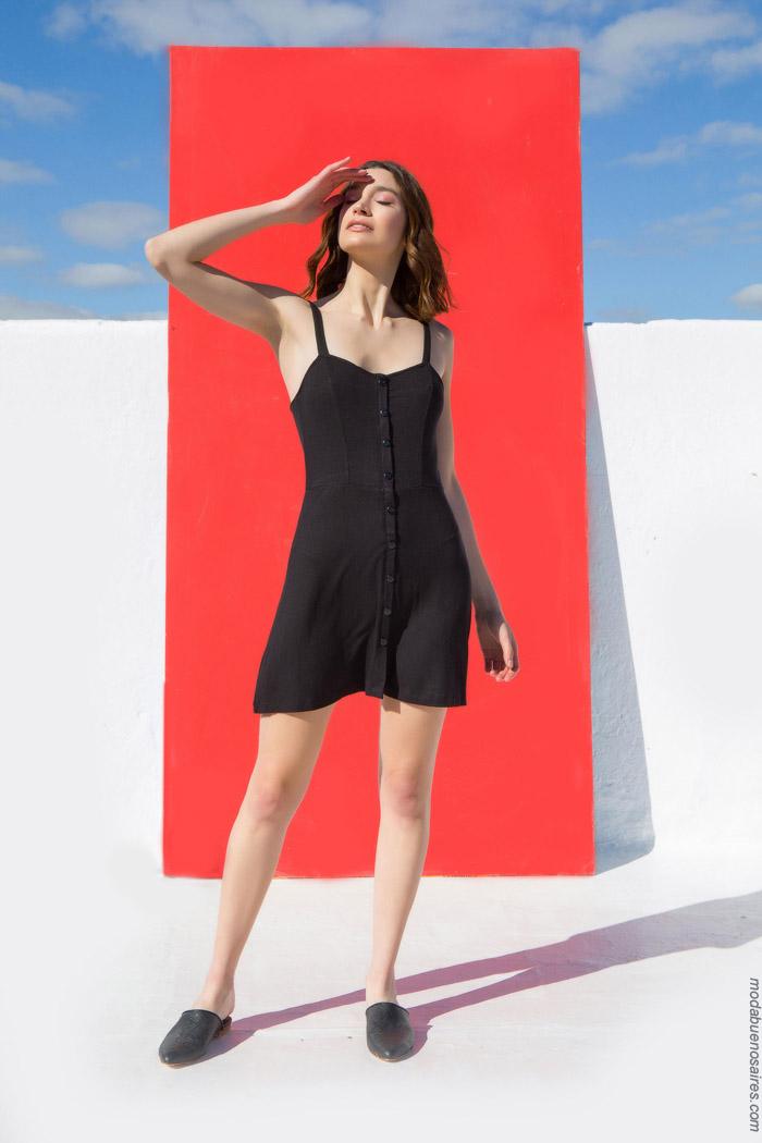 se usan los vestidos con botones en el frente esta primavera verano 2020