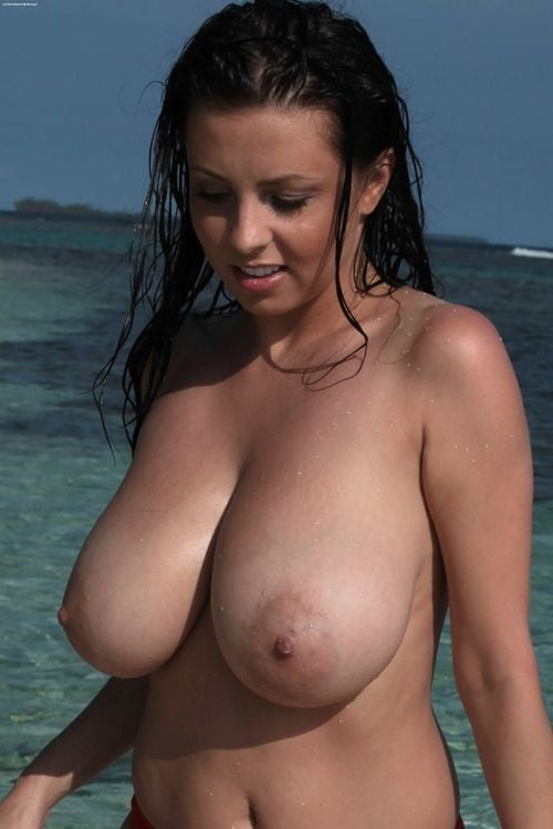 tette, Big Boobs, brunette, spiaggia, beach,