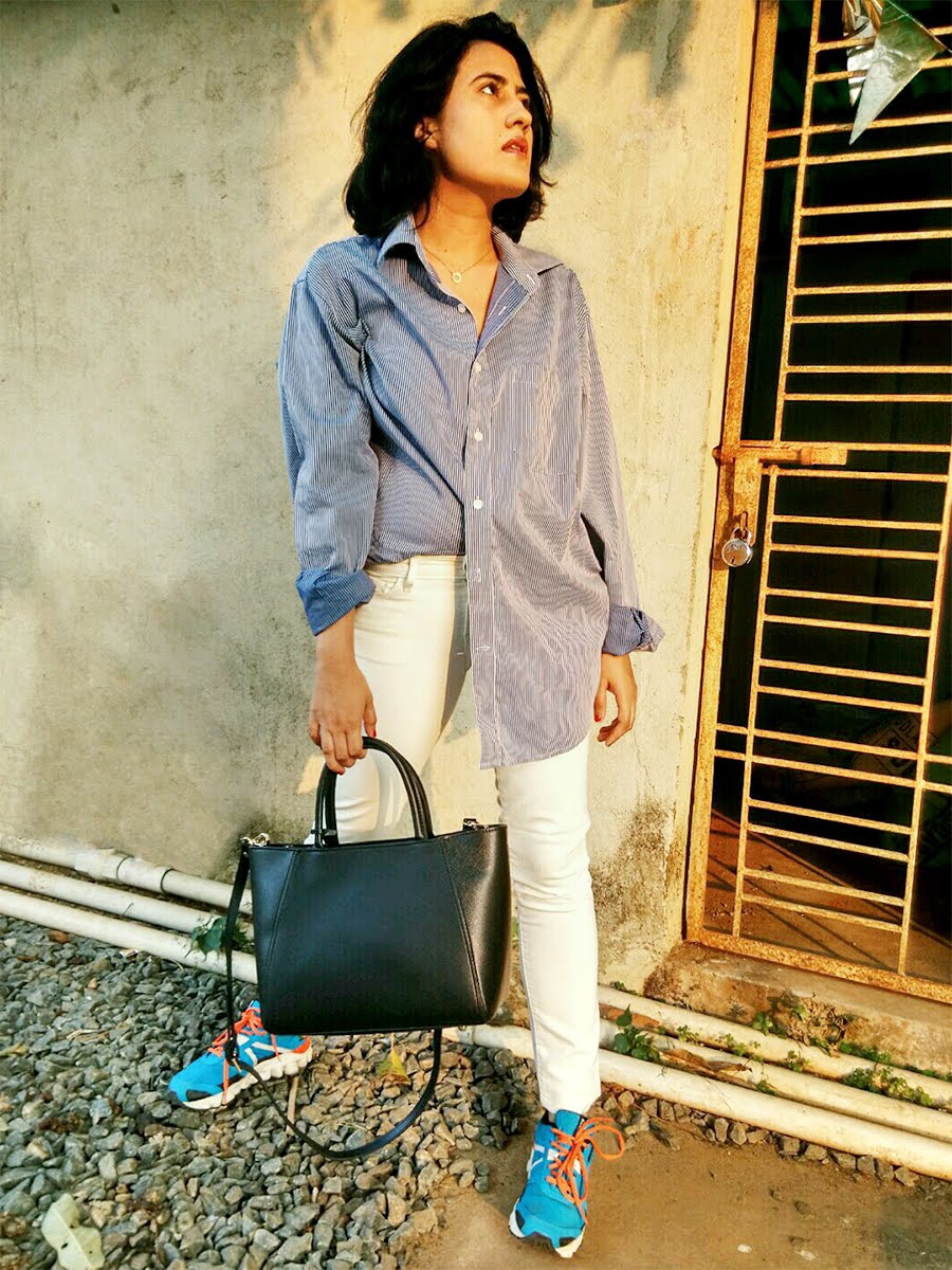 striped blue shirt ,Levi's white denim, Reebok Hexaffect shoes,styleblogger